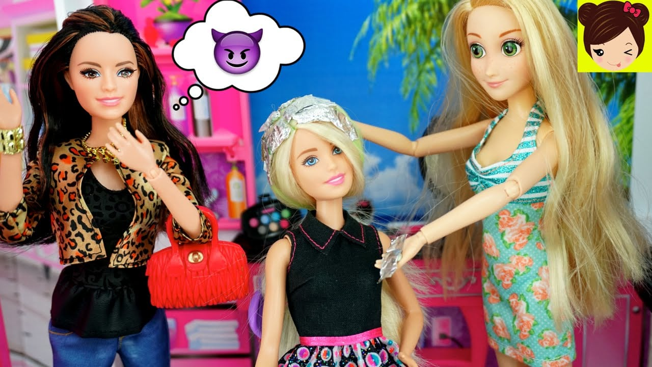 Rapunzel Le Pinta El Pelo A Barbie Y Raquel Trata De Arruinarlo