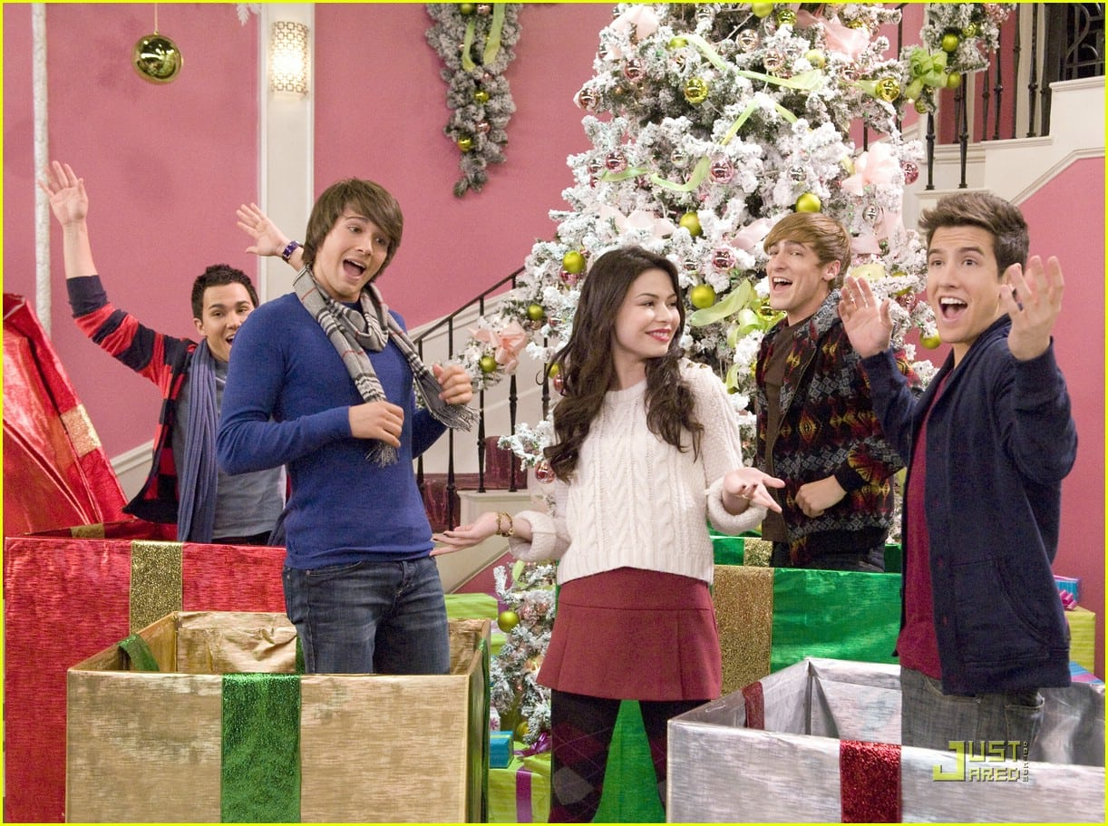 Miranda Cosgrove Big Time Christmas Photos