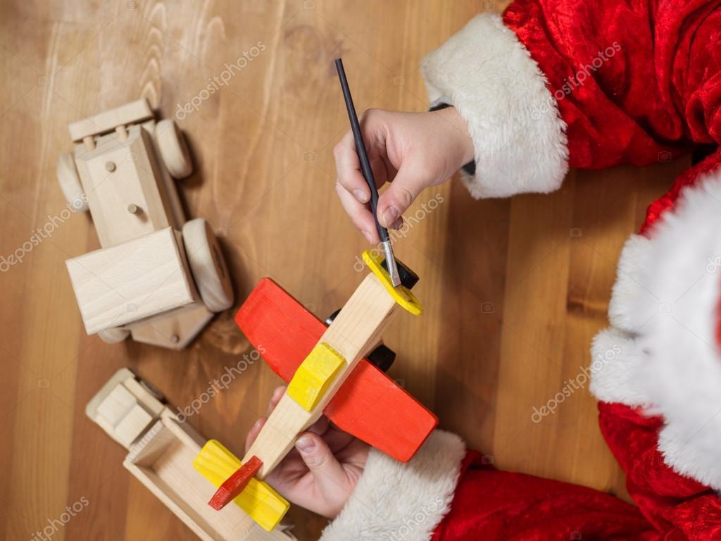 Papai Noel Fazendo Brinquedos  Pintando E Colorindo O Brinquedo De