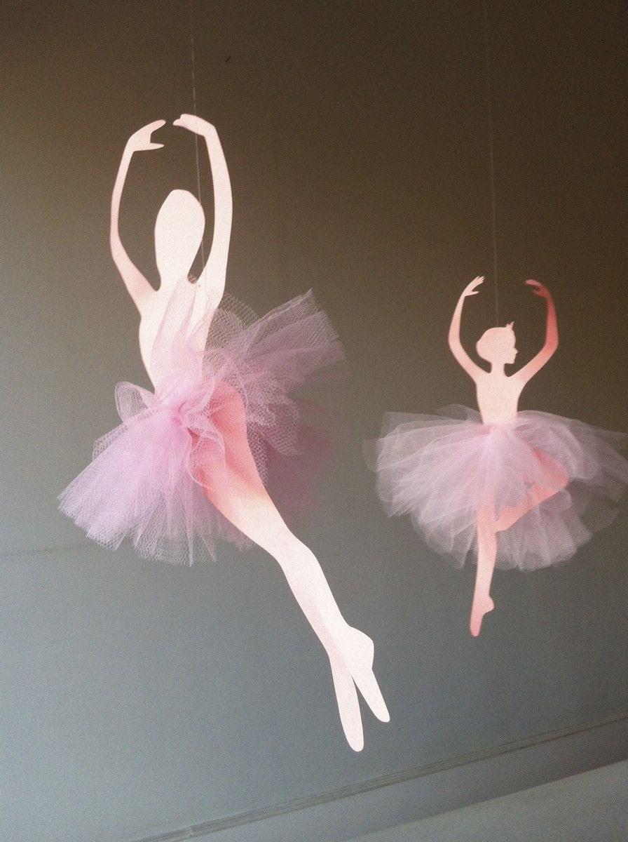 4 Siluetas De Bailarinas De Papel Recortado Digitalmente, Com Saia
