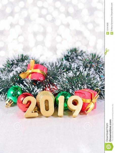 Figuras De 2019 Anos E Decorações Douradas Do Natal Foto De Stock