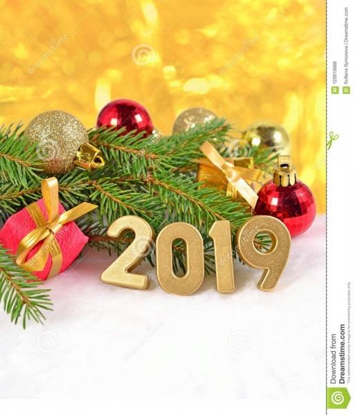 Figuras Douradas De 2019 Anos E Ramo E Decorat Spruce Do Natal