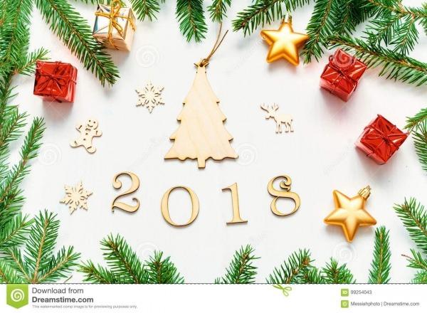 O Fundo 2018 Com 2018 Figuras, Natal Do Ano Novo Brinca, Abeto
